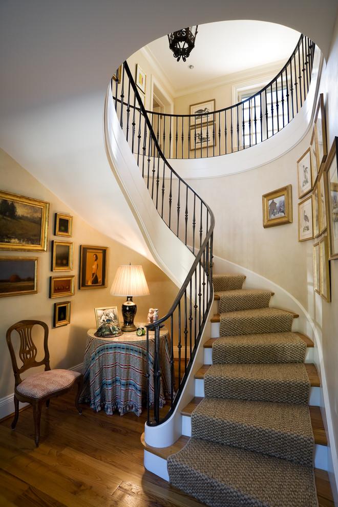 室內環形咖色防滑地毯樓梯裝修效果圖