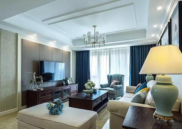 150㎡5万以下三居中式客厅吊灯吊顶电视背景墙沙发电视柜茶几台灯窗帘