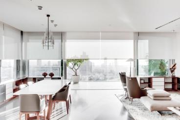 被光元素包围的现代化顶层公寓